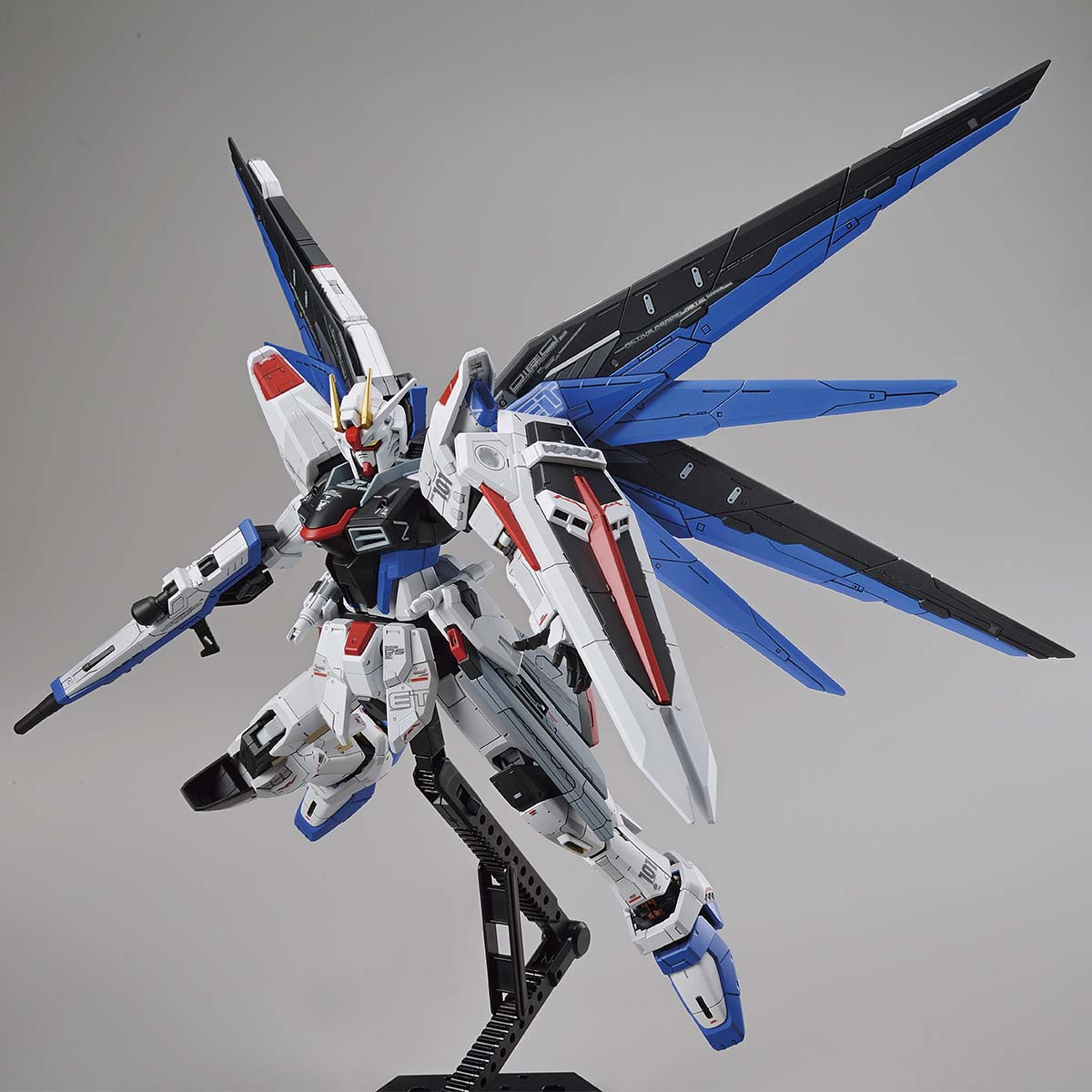 FULL MECHANICS 1/100 THE GUNDAM BASE LIMITED ZGMF-X10A FREEDOM GUNDAM Ver.GCP [Sep 2021 Delivery]