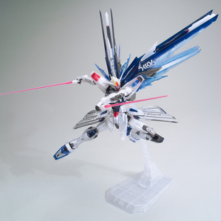 MG 1/100 THE GUNDAM BASE LIMITED FREEDOM GUNDAM Ver.2.0 [CLEAR COLOR][Sep 2020 Delivery]